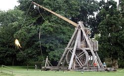 Warwick Trebuchet photo credit telegraph.co.uk 10April15