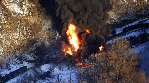 Galena, IL_oil train photo